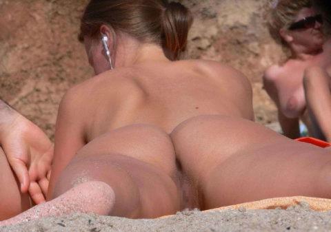 【治外法権】最近ヌーディストビーチの膣っぷりが半端ないwww(画像あり)・16枚目