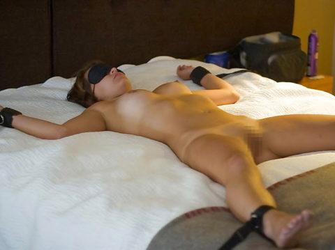 【SM】全裸で大の字に拘束された無防備状態の女たち(画像25枚)・16枚目
