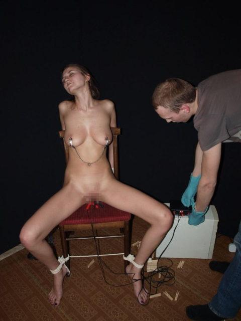 【SM調教】女を電流でビリビリさせる拷問プレイ画像集(30枚)・2枚目