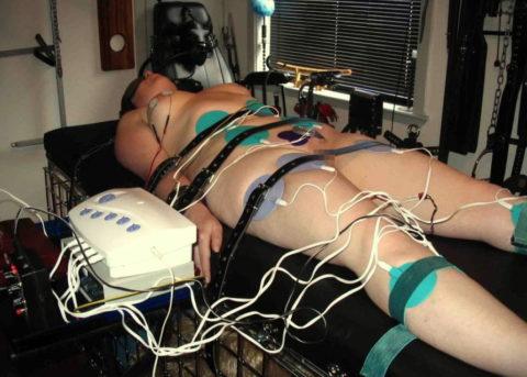 【SM調教】女を電流でビリビリさせる拷問プレイ画像集(30枚)・20枚目