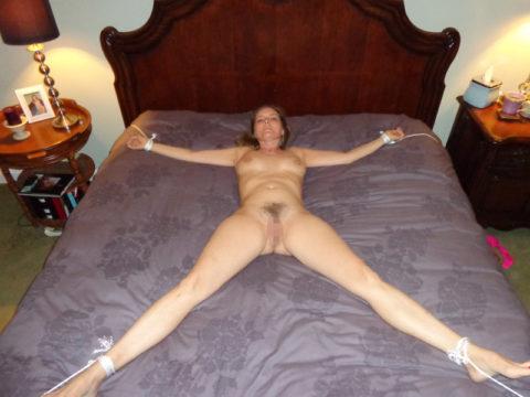 【SM】全裸で大の字に拘束された無防備状態の女たち(画像25枚)・18枚目