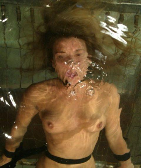 見てるだけで息苦しくなる水責めプレイのエロ画像集(42枚)・27枚目