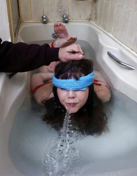 見てるだけで息苦しくなる水責めプレイのエロ画像集(42枚)・28枚目