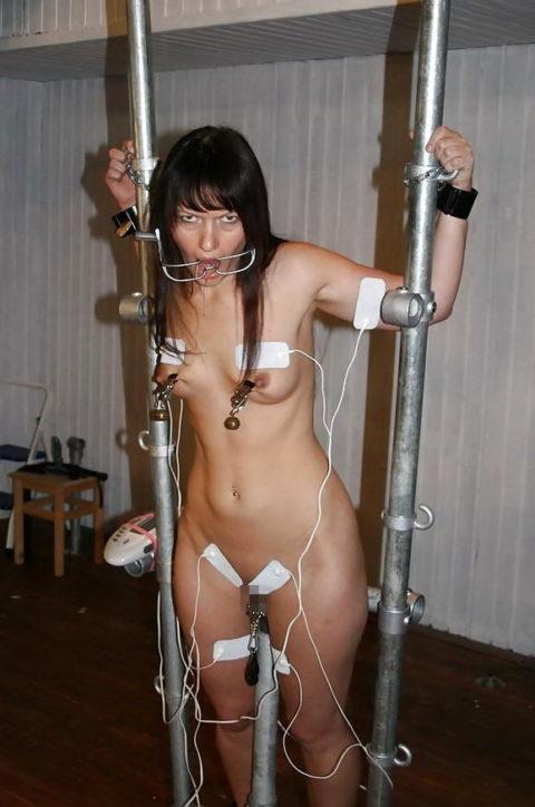 【SM調教】女を電流でビリビリさせる拷問プレイ画像集(30枚)・29枚目