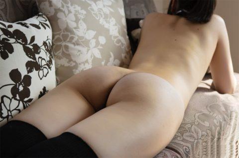 バックから寝バック決めたくなるうつ伏せ女子の画像集(30枚)・28枚目