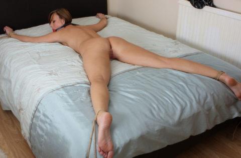 【SM】全裸で大の字に拘束された無防備状態の女たち(画像25枚)・25枚目