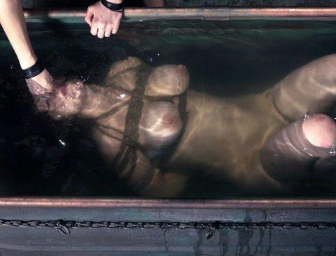 見てるだけで息苦しくなる水責めプレイのエロ画像集(42枚)・34枚目