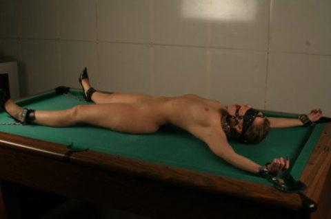 【SM】全裸で大の字に拘束された無防備状態の女たち(画像25枚)・6枚目