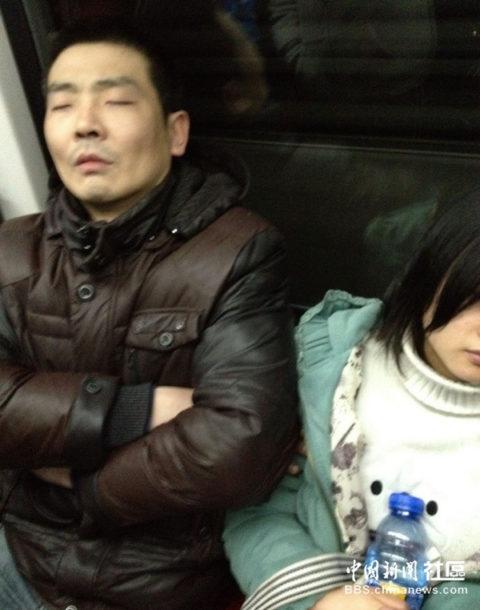 【痴漢の瞬間】電車で被害に遭っている女性たちの反応をご覧ください・・・92枚・43枚目