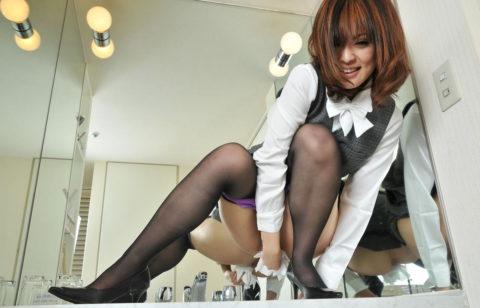 【マニアック】「オシッコ後にティッシュでマンコ拭いてる女」限定のエロ画像集(30枚)・7枚目