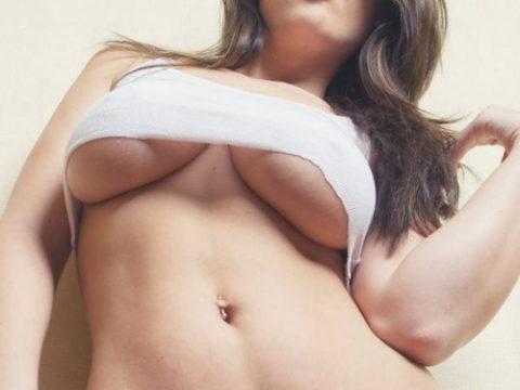 迫力満点の外人巨乳美女の下乳画像集(38枚)・1枚目