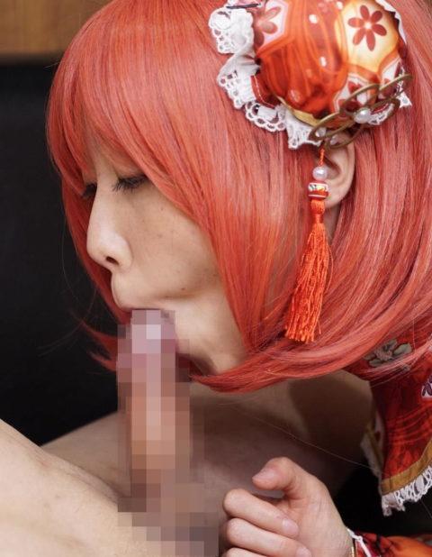 【フェラ】美少女コスプレイヤーがチンコを咥えながら見つめてくるエロ画像集(36枚)・11枚目