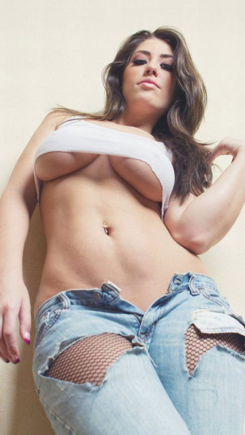 迫力満点の外人巨乳美女の下乳画像集(38枚)・16枚目