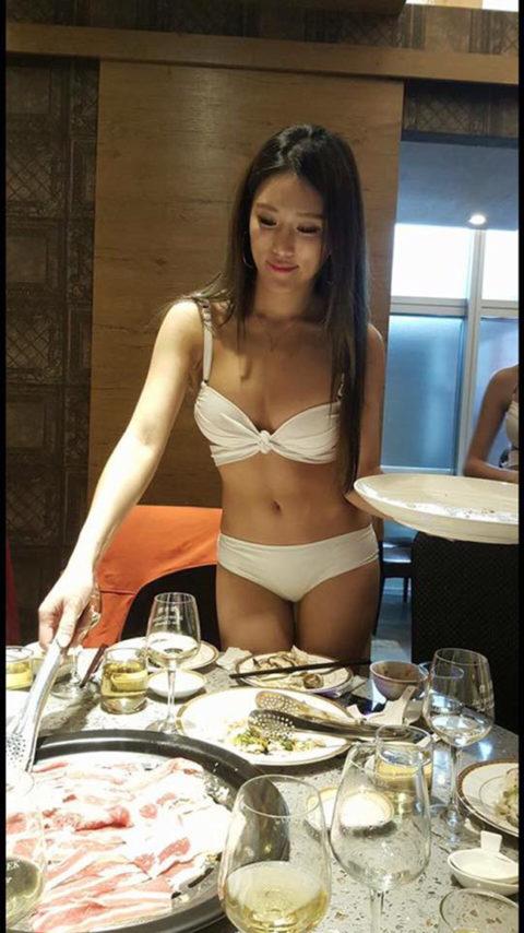 【こマ!?】普通のレストランで水着ギャルが接客する中国のセクシービジネス(画像32枚)・17枚目