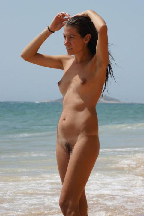 【ちっぱい】ヌーディストビーチの貧乳ベスト画像集(29枚)・17枚目