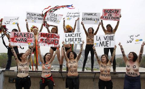 【おっぱい】トップレスで抗議デモを行う海外の女性露出団体のエロ画像(37枚)・19枚目