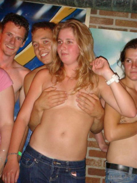 【泥酔女】酒に飲まれて男たちの餌食になってる女の子たち。。。(画像34枚)・19枚目