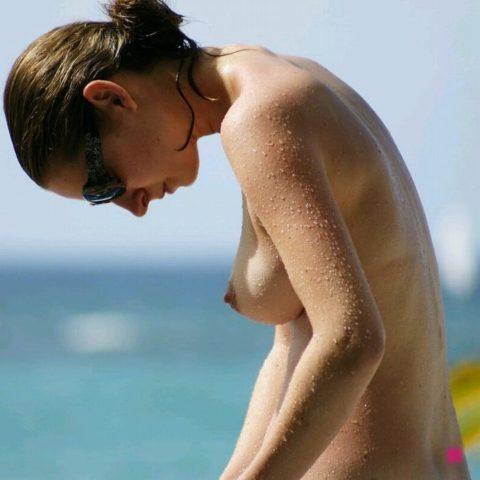 ヌーディストビーチにいたら確実に勃起してまうやろーって女の子たち(画像35枚)・2枚目