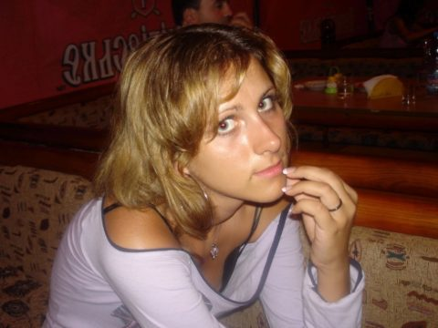 乳首がコンニチワしちゃってる海外素人女子のハプニングエロ画像集(50枚)・21枚目