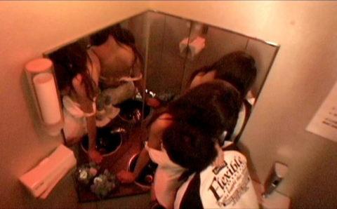トイレで枕営業をするキャバ嬢のエロ画像集(33枚)・24枚目