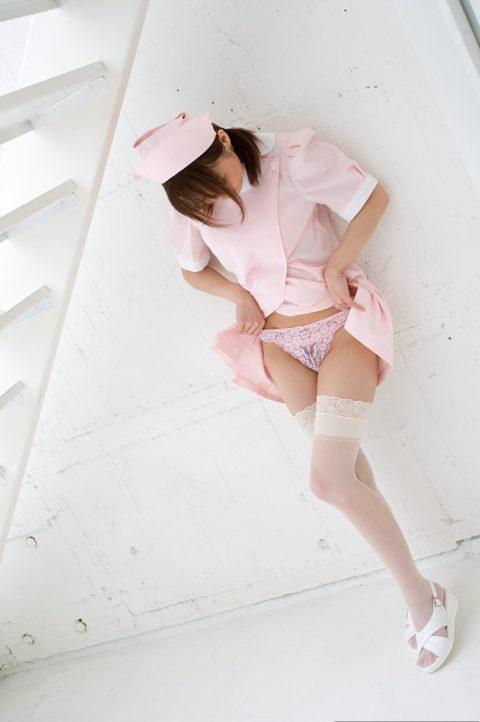 白衣の天使が恥じらいながらパンツ見せてくれてるエロ画像集(30枚)・26枚目
