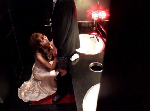 トイレで枕営業をするキャバ嬢のエロ画像集(33枚)・27枚目