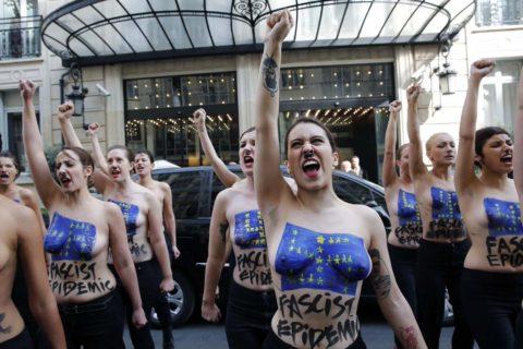 【おっぱい】トップレスで抗議デモを行う海外の女性露出団体のエロ画像(37枚)・30枚目