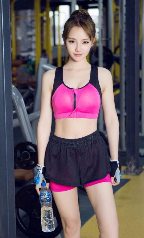 むしろ汗だくになってほしいスポーツウェアを着たセクシーな女の子(画像40枚)・32枚目