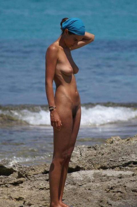 ヌーディストビーチにいたら確実に勃起してまうやろーって女の子たち(画像35枚)・4枚目