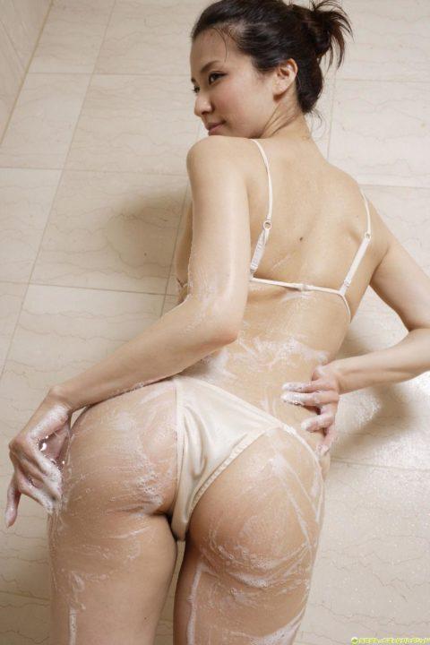 肌と同化して裸に見えてしまうドエロい水着画像集(38枚)・4枚目