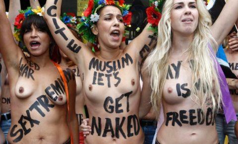 【おっぱい】トップレスで抗議デモを行う海外の女性露出団体のエロ画像(37枚)・7枚目
