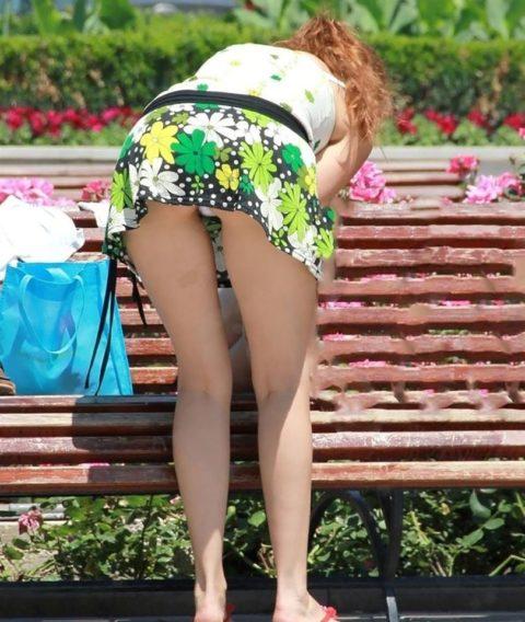 【盗撮】ミニスカ女子はモノを拾うときは気を付けなはれや!!!!!・14枚目