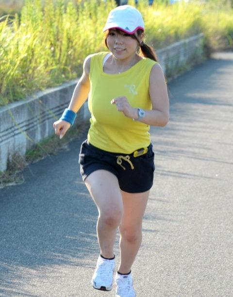 ジョギング女子のおっぱいがエロくて我慢できない(画像33枚)・16枚目