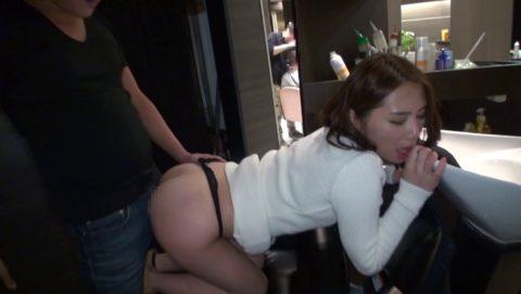 見つかっちゃいけないスリルを味わいながらするセックスはたまらない(画像36枚)・19枚目