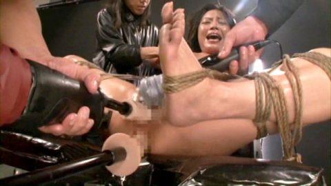 【イキ顔】拘束されてマシンバイブ責めされてるメス豚たちの画像集(29枚)・14枚目