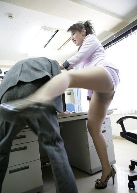 【M男歓喜】ドS女子社員だらけの職場(調教)風景がこちら(画像35枚)・23枚目