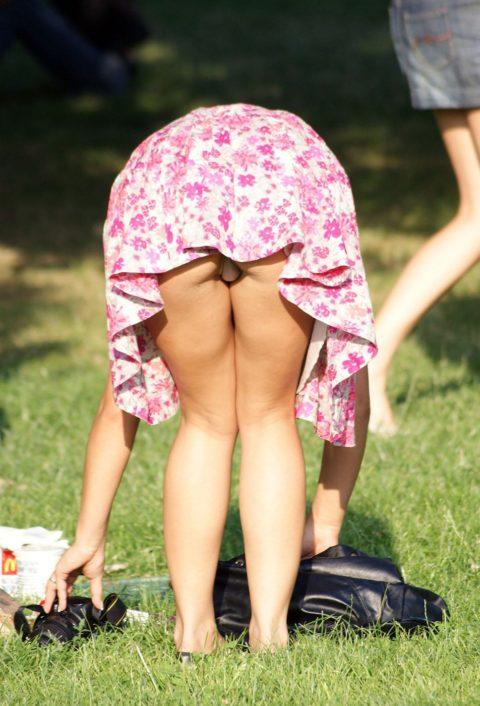 【盗撮】ミニスカ女子はモノを拾うときは気を付けなはれや!!!!!・21枚目