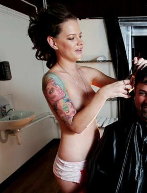 海外で摘発されたという全裸美容室の様子をご覧ください(画像29枚)・22枚目
