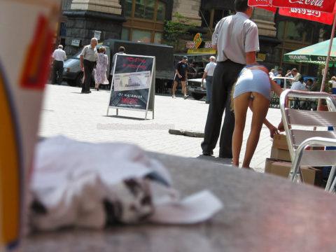 【盗撮】ミニスカ女子はモノを拾うときは気を付けなはれや!!!!!・25枚目