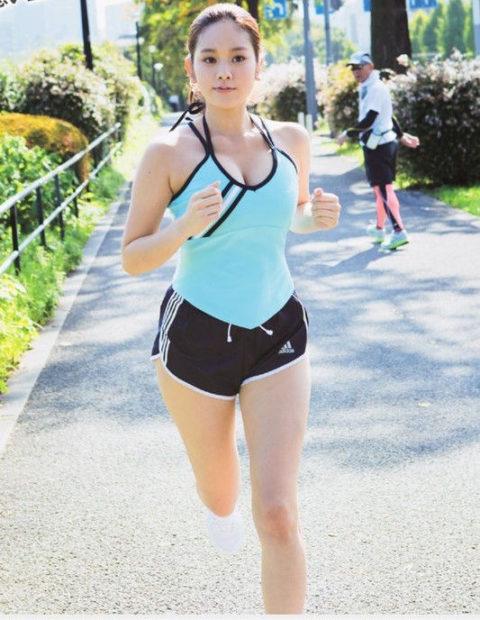 ジョギング女子のおっぱいがエロくて我慢できない(画像33枚)・27枚目