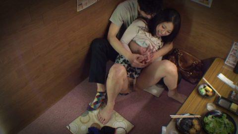 【裏山】居酒屋の個室でセックスするカップルのエロ画像(32枚)・29枚目