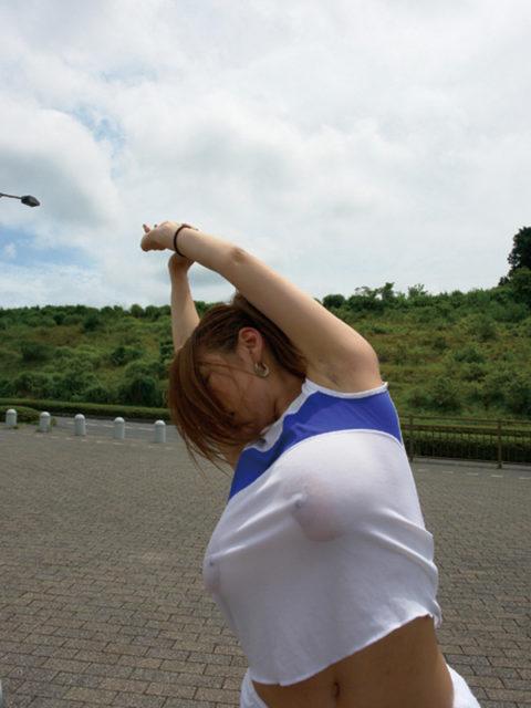 ジョギング女子のおっぱいがエロくて我慢できない(画像33枚)・3枚目