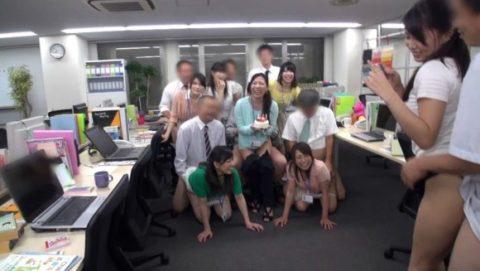 【セクハラ要員】OL・女子社員のセクシー挑発エロ画像集(37枚)・34枚目