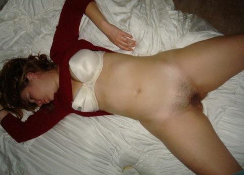 寝てる彼女のマンコ撮ったったwwwwwwwwwwwww(画像35枚)・5枚目