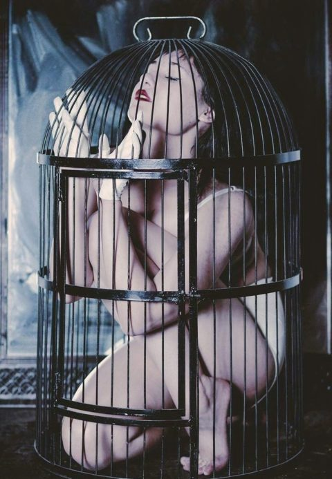 【調教中】鳥かごで飼育されてる性奴隷たちの画像集(25枚)・10枚目