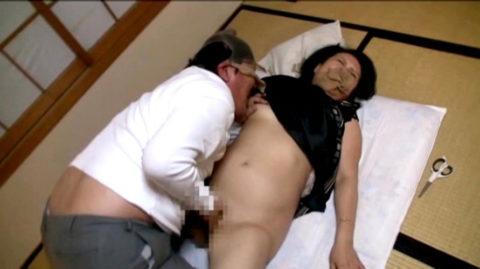 だらしない体した豊満熟女の放漫なセックス画像集(29枚)・13枚目