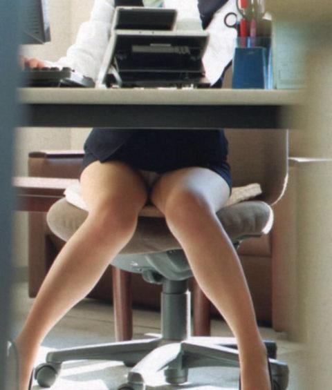うちの女子社員がパンチラで誘惑してきて仕事に集中できないんだが…(画像35枚)・14枚目