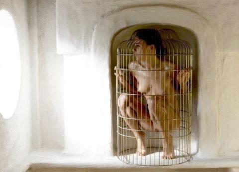 【調教中】鳥かごで飼育されてる性奴隷たちの画像集(25枚)・17枚目