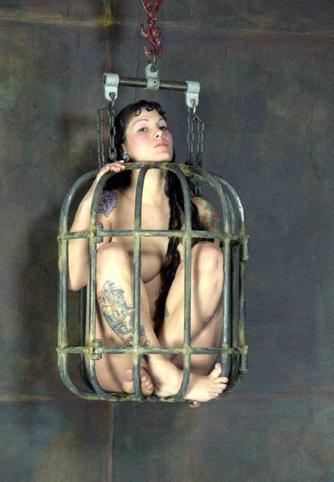 【調教中】鳥かごで飼育されてる性奴隷たちの画像集(25枚)・21枚目