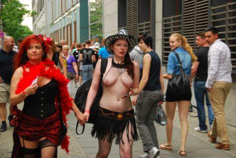 【勃起不可避】海外の裸族さんたちをご覧ください(画像35枚)・25枚目